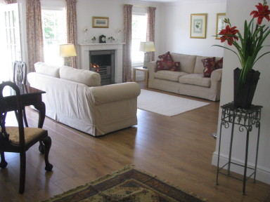 Bluebird Cottage - Sitting room - light and spacious - larger image