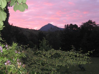 Finch Cottage - Sunsets over Goatfell, as seen from the garden... - larger image