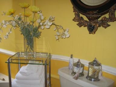 The Fullarton Suite - The bathroom was originally the butler's pantry - larger image