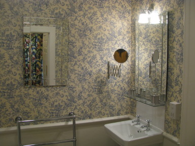 Grizel's Room - Lovely bathroom - larger image